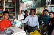 বান্দরবানে করোনা ভাইরাস সচেতনতায় লিফলেট বিতরণ করলো জেলা প্রশাসক