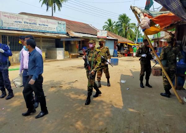 রাঙ্গামাটির রাস্তা ফাঁকা,দখলে আইন-শৃঙ্খলা বাহিনী