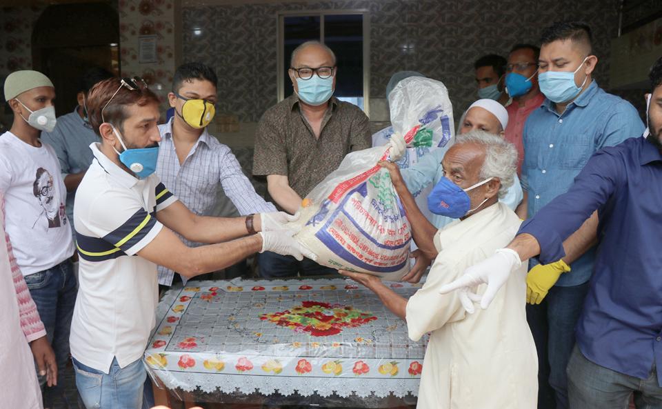 রাঙ্গামাটির ব্যবসায়ী সাহাব উদ্দিনের ব্যক্তিগত উদ্দ্যেগে ৫শতাধিক দরিদ্র পরিবারের মাঝে ত্রান বিতরণ