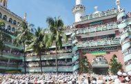 স্মরণকালের বৃহত্তম জানাযা শেষে : হাটহাজারীর মাদ্রাসার মসজিদ সংলগ্ন কবরস্থানে আল্লামা শাহ আহমদ শফীর দাফন সম্পন্ন