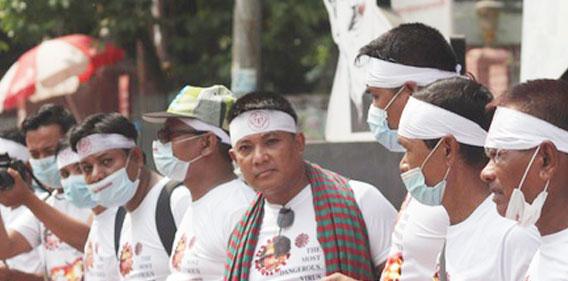 আরাকানে মিয়ানমারের সেনাবাহিনীর ওই তাণ্ডবে তিন শতাধিক বেসামরিক নাগরিক নিহত :: ঢাকায় সমাবেশ করেছে `রাখাইন কমিউনিটি অফ বাংলাদেশ'