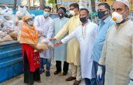 দরিদ্রদের মাঝে ত্রাণ বিতরণ কালে -- ডা. শাহাদাত হোসেন