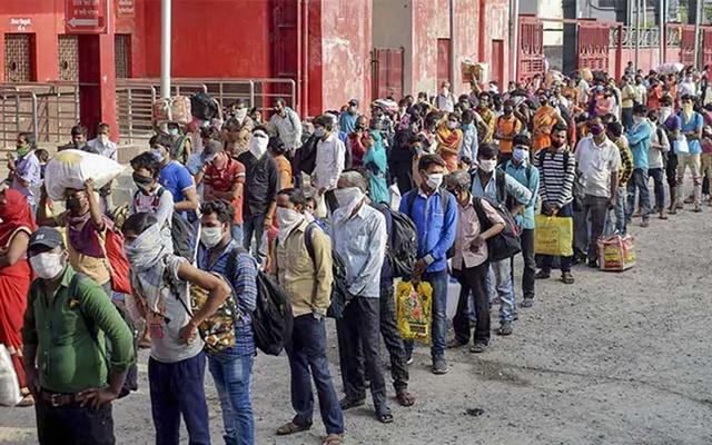 করোনা ভাইরাসে : এপ্রিলেই 'কাজ হারিয়েছেন ১২ কোটি ভারতীয়'